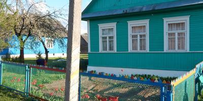 Помогите советом по обустройству цветника перед домом
