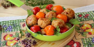Тефтели куриные с помидорами