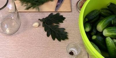"""Рецепт консервированных огурцов """"Дубок"""" (видео)"""