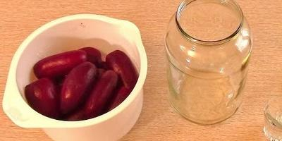 Заготовка свеклы на зиму: 2 интересных рецепта (видео)