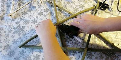 Новогодние звёзды и венки: делаем украшения своими руками