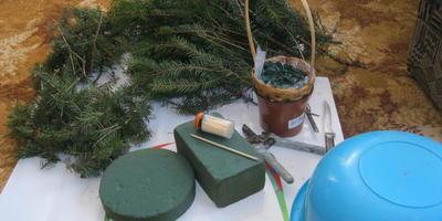Новогодняя ёлочка из живых еловых веток