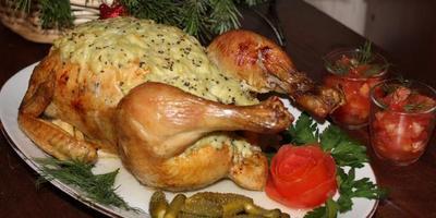 Рождественская кура под соусом из киви и сыра