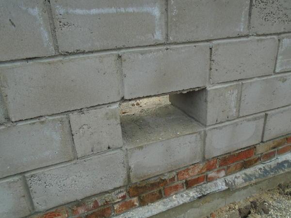 Оконца для проветривания подвального помещения