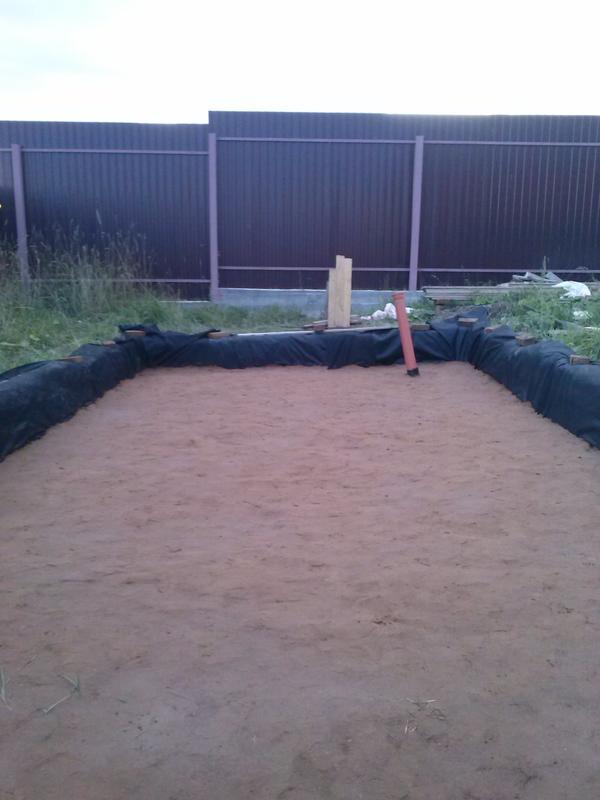 засыпаем котлован песком