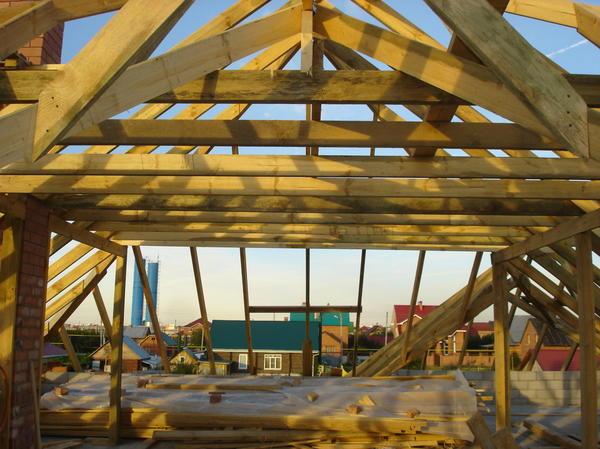 За крышу отдельное спасибо нашим строителям! Проектанты нас подвели.. очень! Не шла геометрия! Сафар и Сухроп Спасибо!!