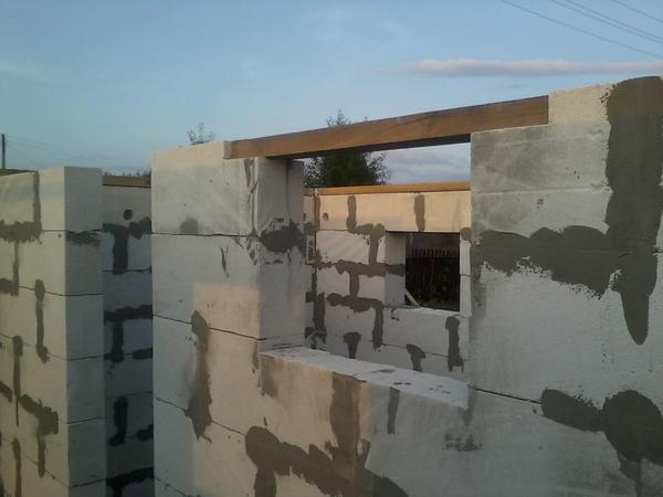 перемычки над окнами