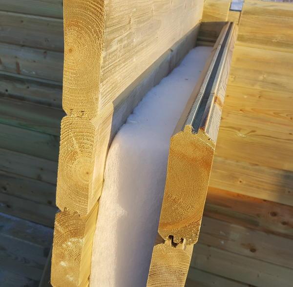 Вот как выглядит стена из двойного бруса внутри