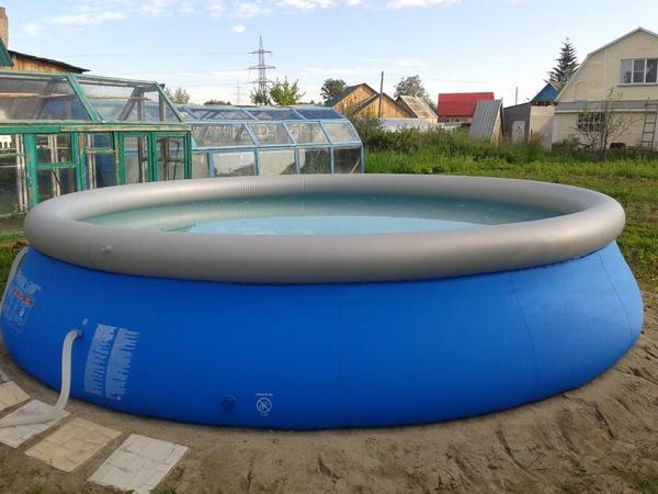 Круглый большой надувной бассейн