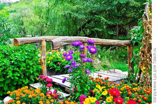 Мост среди цветов