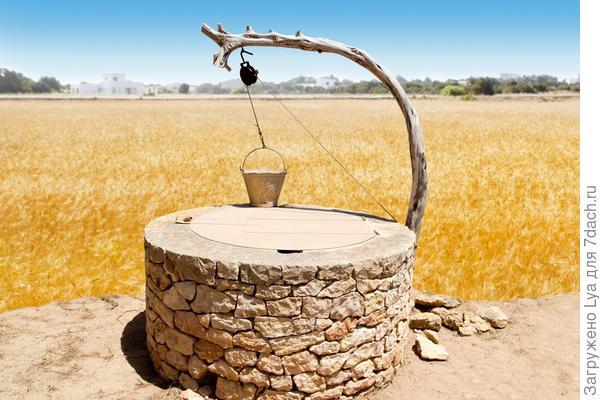 Настоящий каменный колодец