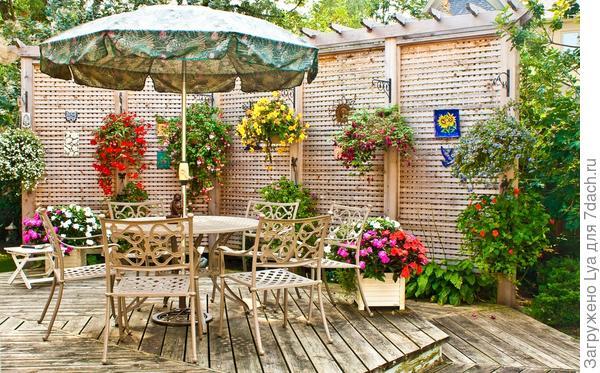 Украсьте патио цветами в вазонах
