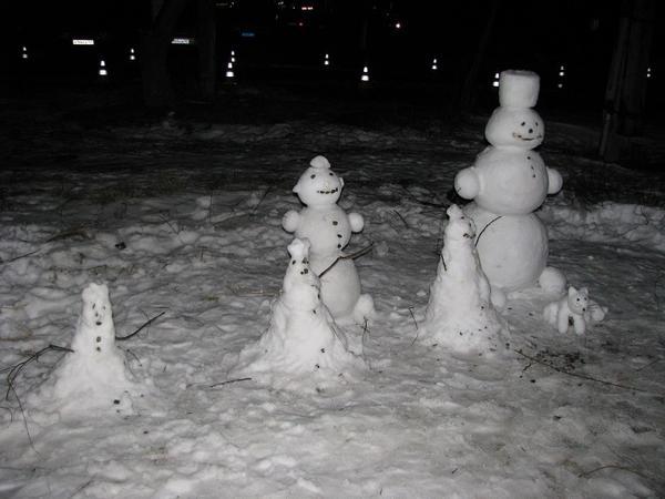 Дружная снежная семейка
