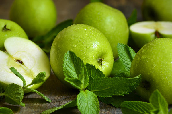 Яблоки моченые с горчицей и мятой