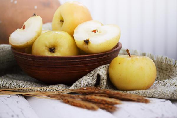 Яблоки моченые с эстрагоном