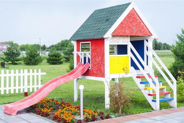 Игровой домик высоко над землей - мечта любого ребенка