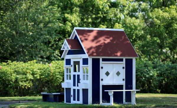 Симпатичный домик станет украшением дачи