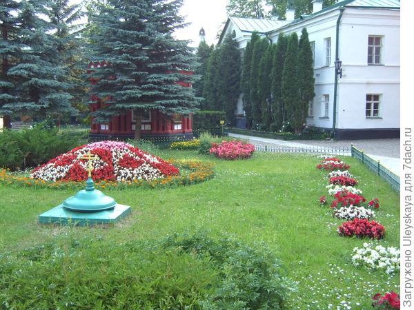Цветники монастыря