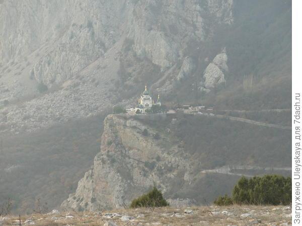 Вид на Форосский храм