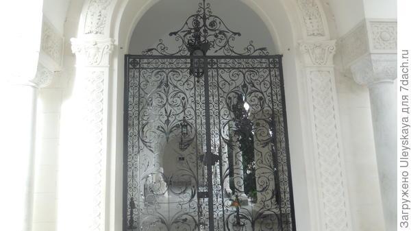 Ажурные ворота итальянского дворика