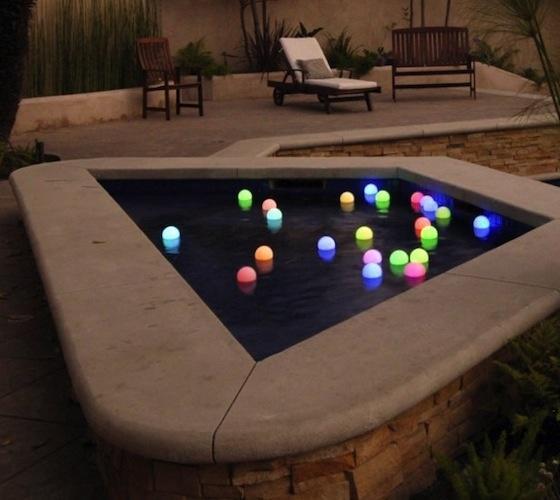 Светящиеся шары для садового водоема