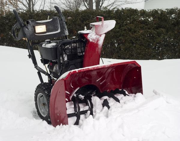 Мощный снегоуборщик