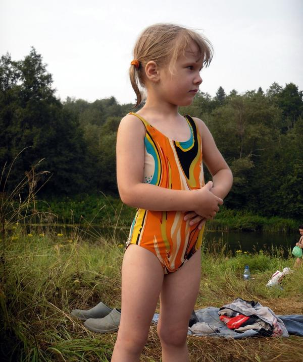В жару можно в речке искупаться