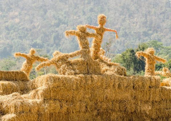 Из соломы можно делать настоящие скульптуры