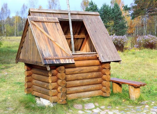 Колодец-домик весьма практичен