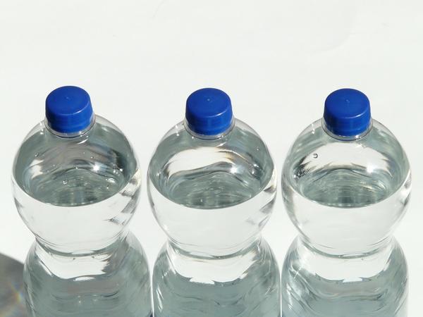 Используем воду, чтобы промыть желудок