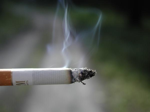 В сигаретном дыме концентрация окиси углерода превышает максимально допустимые показатели в 8 раз