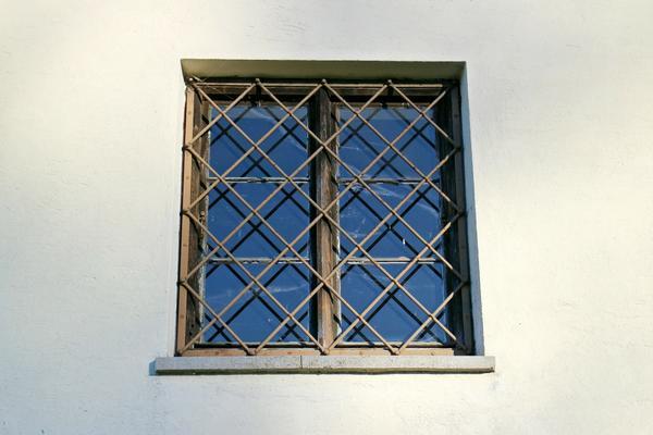 Решетки на окнах могут защитить от взлома