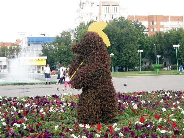 Символ Ярославля возле городского ТЮЗа