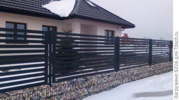 комбинированный забор из габионов