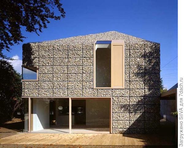 Фасад дома из габиона