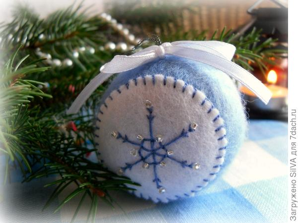 новогодний шар из шерсти
