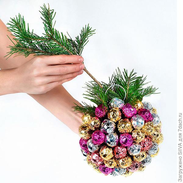 Новогодний шар из карамели чупа- чупс