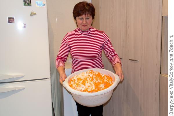 Квашенная капуста в процессе готовки