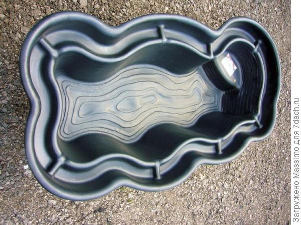 Так выглядит готовая форма для пруда