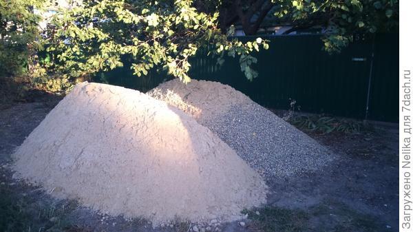 Приобрели песок и щебень