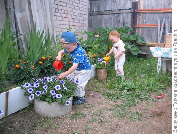 Внуки мои помошники.
