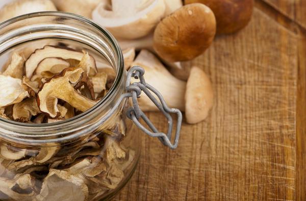 сушеные грибы в банке