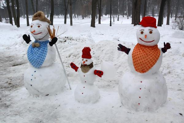 Со временем у счастливой снежной парочки появляется малыш