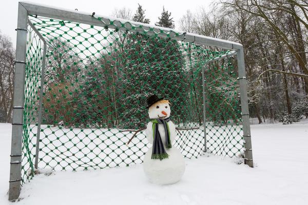 Даже самый простой снеговик будет смотреться оригинально, если у него необычное окружение