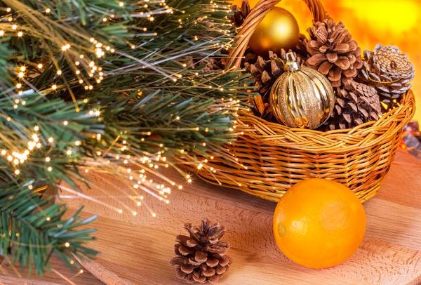 Используйте в композиции и сосновые, и еловые, и лиственничные, и пихтовые шишки