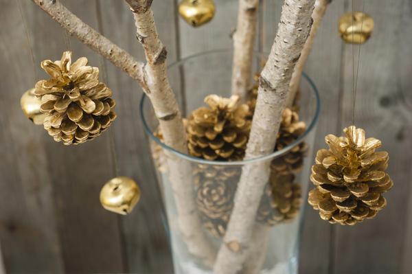 Чудо-дерево из прутиков и шишек