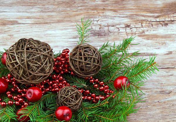 Новогодние украшения из веток