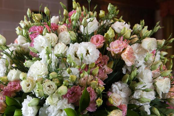 Цветы к 8 Марта - не подарок, а приложение
