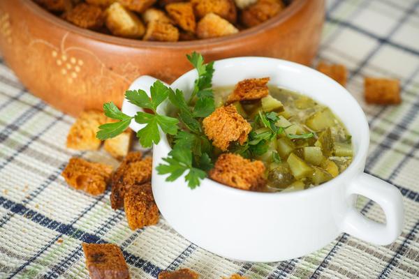 Овощной суп с солёными огурцами