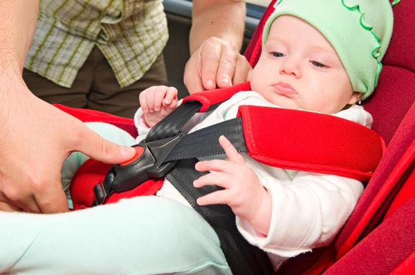 Везите ребенка только в автолюльке
